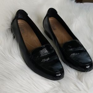 Clarks Artisan black patent loafers | size 8
